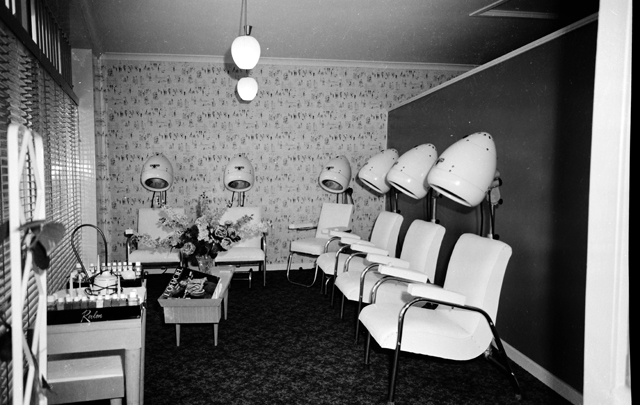 Photo: Work 7 Interior of a hairdressing salon in Surfers Paradise, Queensland, circa 1950s [picture] / Alexander McRobbie, photographer. Asset name LS-LSP-CD426-IMG0012