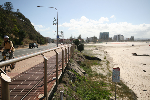 Photo: Beach 18 Wrapping around the edge of Kirra Hill is Marine Parade, Kirra, Queensland, circa 2010 [ picture] / Cal Mackinnon, photographer. Asset name LS-LSP-CD1196-IMG029