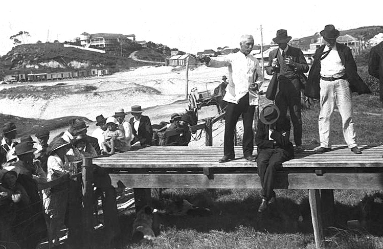 Photo: Action 10  Meeting of officials and residents regarding the closing of the border between New South Wales and Queensland during the 1919 influenza epidemic, Queensland, 1919 [picture] / Photographer unknown. Asset name LS-LSP-CD094-IMG0109