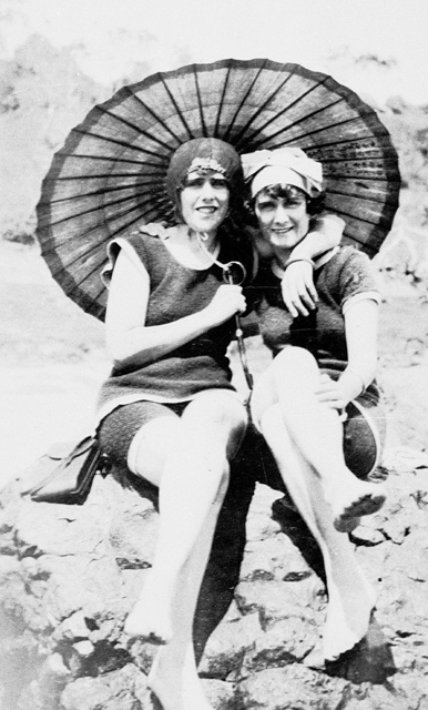 Photo: Beach 31 Beach belles on Greenmount beach, Coolangatta, Queensland, circa 1928 [picture] / Photographer unknown. Asset name LS-LSP-CD300-IMG0020