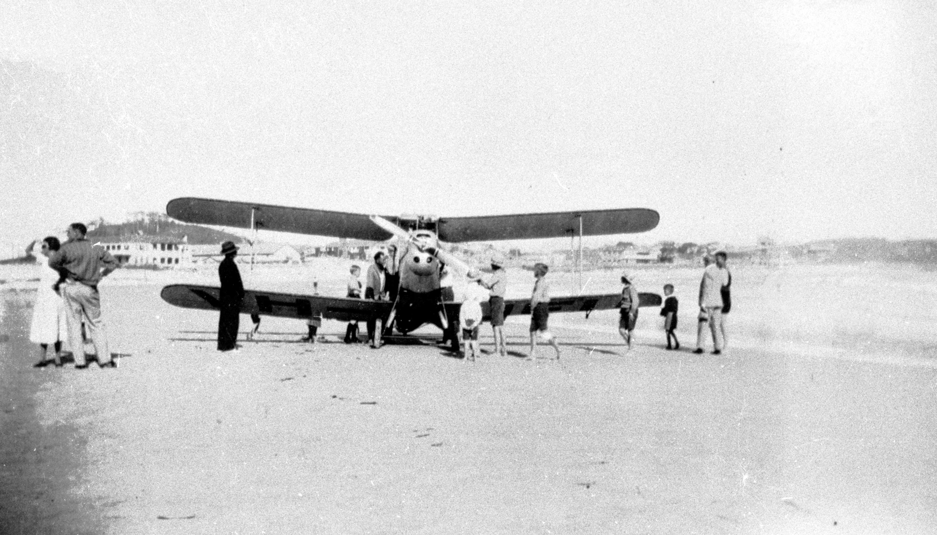Photo: Action 7 Plane on Greenmount Beach, Coolangatta, Queensland, circa 1932 [picture] / Photographer unknown. Asset name LS-LSP-CD298-IMG0032