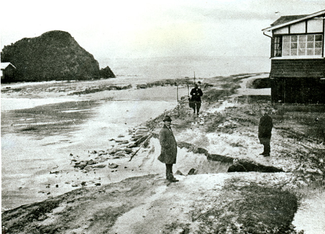 Photo: Beach 8 Currumbin beach with severe erosion on Pacific Parade near Elephant Rock, Currumbin, Queensland, 1936 [picture] / Photographer unknown. Asset name LS-LSP-CD022-IMG0025